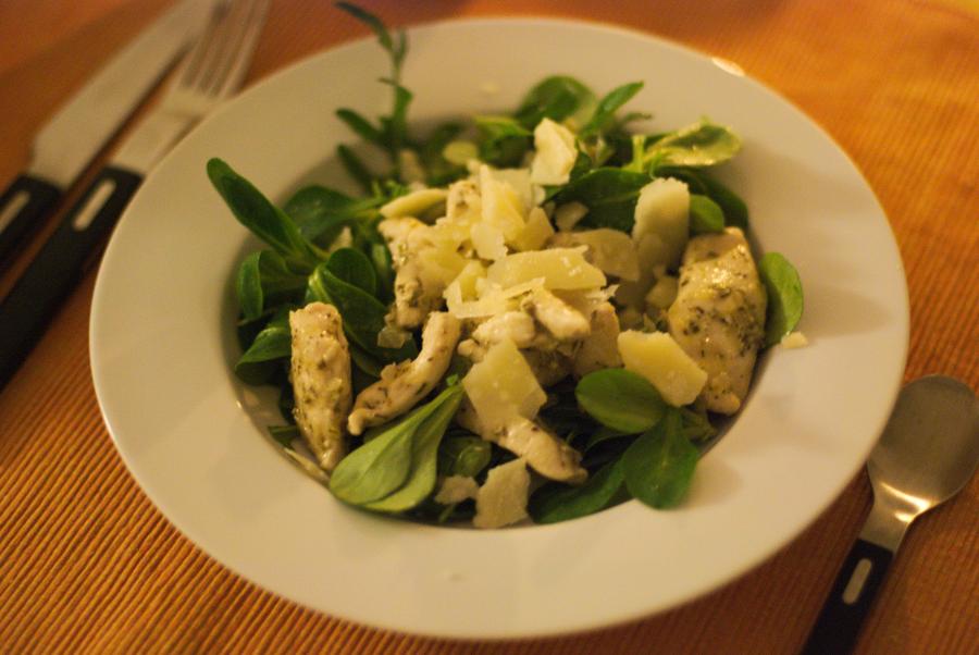 Einfach lecker Hänchen Streifen Salat mit Ruccola und Feldsalat