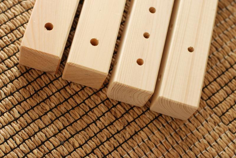 """Zuschneiden und Bearbeiten der Bettpfosten für den """"Futon Hack"""": Wenn du sauber gearbeitet hast, sehen die Teile am Schluss ununterscheidbar aus. Ist nicht so schwer, versprochen ;)"""