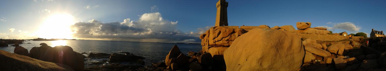 Bretagne rote Steinküste Panorama